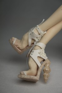 Geometric heeled shoes for PASHA PASHA original doll - Nude Sand
